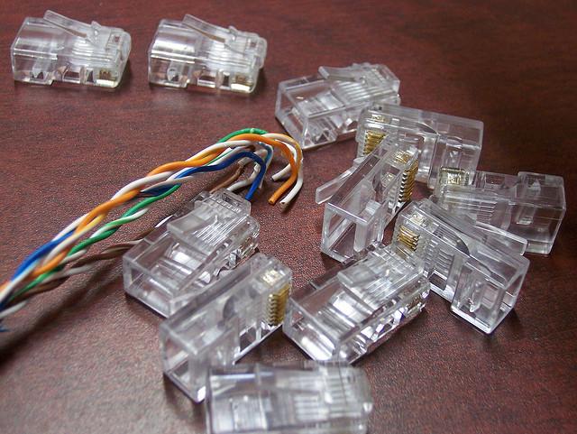 ¿Cuál es el código de colores de los cables de red?